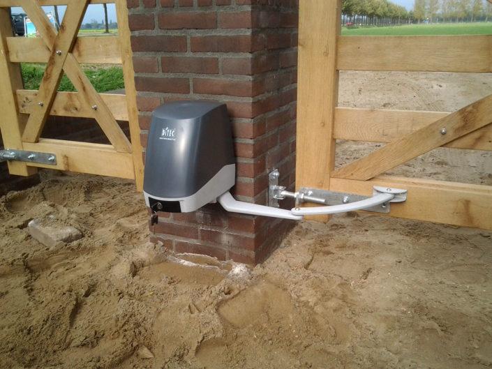 Ditec-arm-automatisering-lichte-poort-Kastaan