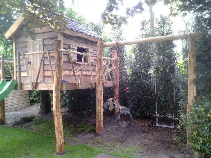 eiken-boomhut-met-schommel-aanbouw-Kastaan