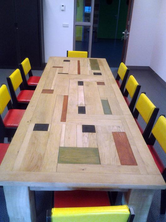 eiken-tafel-kleurdelen-Kastaan