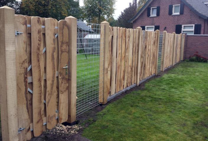 Eiken-tuinscherm-met-verzinkt-betongaas-Kastaan