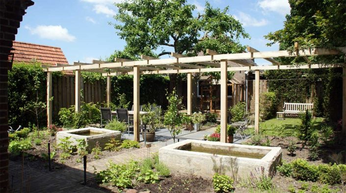 Eiken-pergola-volledig-tuinbreedte-kastaan