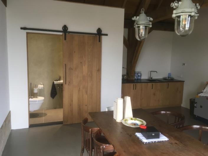 eiken-schuifdeur-keukenblok-hout-kastaan