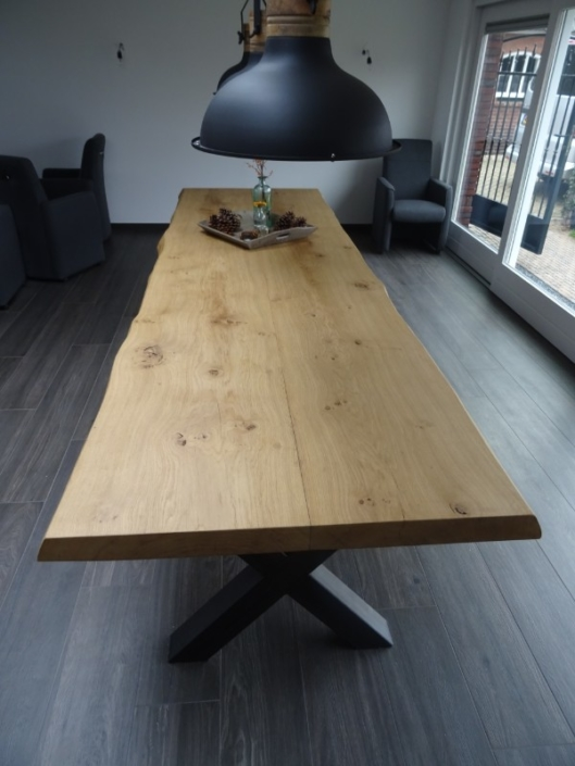 eettafel-eiken-zwart-gekruist-onderstel-binnentafel