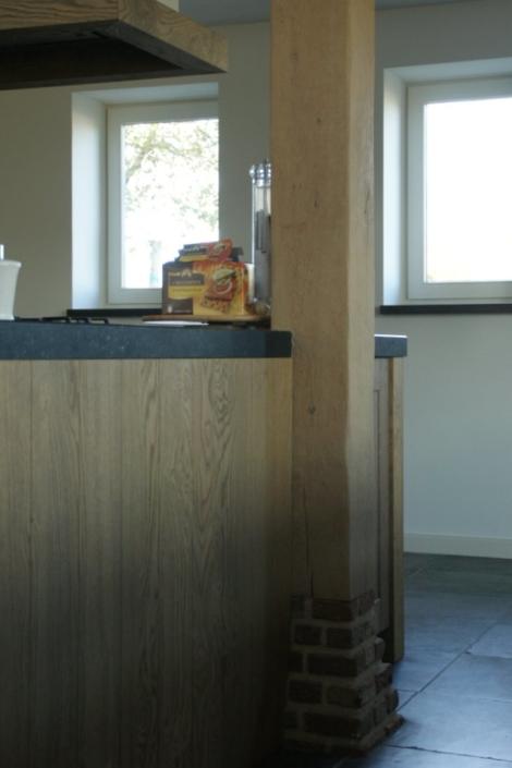 eiken staander rond eiken keukenblok
